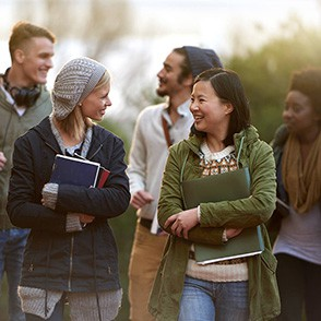 college-advantage-checking_istock-483301644jpg