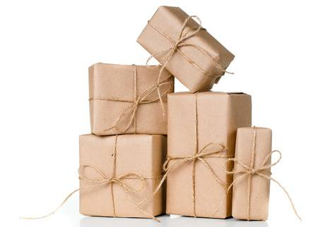 25843005-several-gift-boxes-postal-parcels-wrapped-in-brown-kraft-paper-tied-with-a-rope-on-a-white-backgrounjpg